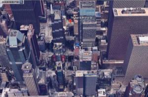 一架直升机撞进纽约曼哈顿高楼 飞行员当场死亡