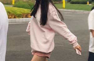 """杨幂穿3cm""""草莓裤"""",弯腰上车的一瞬间,网友疯狂按下截图键"""
