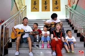 陈羽凡现身福利院陪孩子玩耍,孩子簇拥父爱爆棚,身上纹身遭吐槽