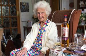 112岁老人去世,她的长寿秘诀让人称奇,50岁开始每天一杯威士忌