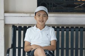 21岁王文也晒爸爸与弟弟合照,13岁威廉肤色遭姐姐吐槽