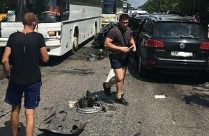 司机几天没睡?乌克兰总统车队与载有儿童大巴相撞
