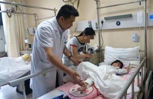 """来宾4岁双胞胎17楼坠下奇迹生还,柳州医生为救她们""""吃""""下一年辐射量"""