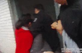 妻子跳楼丈夫在看热闹?民警救下人后咆哮:我代表所有人骂你!