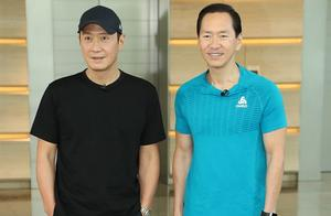 天王黎明出席慈善活动,穿全黑运动装的他为筹善款主动爬50层楼梯