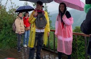 向佐郭碧婷合体录制节目,雨中紧搂超甜蜜,郭碧婷笑开了花