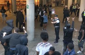 伦敦发生暴力冲突:100多名青年袭击警察 有人持刀