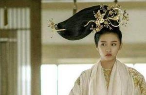 童星成长之痛:关晓彤与鹿晗谈恋爱遭质疑,王源抽烟写情歌惹争议