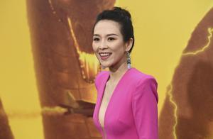 章子怡亮相哥斯拉2全球首映,一袭艳红色礼服展露完美腰身