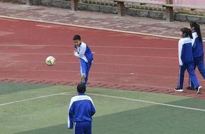 """中考体育第一年加入足球,中心城区1169名学生选考 足球""""踢""""进中小学生校园受欢迎"""