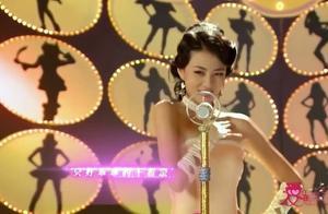 美女参加唱歌比赛,竟看上了男评委,看得男评委都要不好意思了