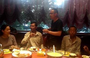 越南老丈人不远万里来中国看女儿,全家人齐上阵,不醉不归