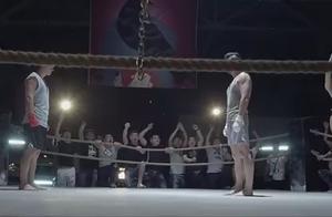 这群人不是来看拳击的,就是来看美女的!