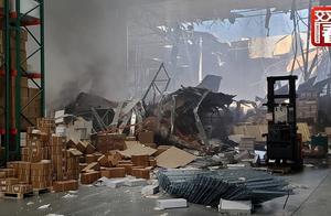 美军F-16战机坠毁现场:大楼被砸出巨大窟窿,飞行员弹射逃生