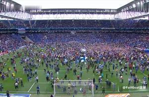 太疯狂!西班牙人时隔12年重返欧战,哨响一刻数万球迷进场庆祝!