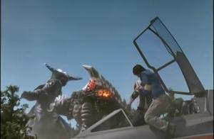 麦克斯奥特曼:怪兽打奥特曼不行,没想打起自己却很厉害吗!