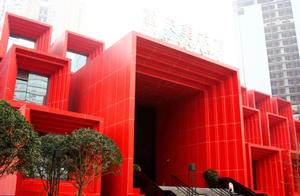 重庆又添加一座新地标,耗资五个亿,造型很奇葩,前所未见