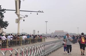 5月17日上午10点,北京天安门广场瞻仰毛主席的人群是这样的