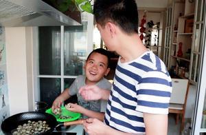 教小小闹做五香茶叶鹌鹑蛋,陪伴他玩爸爸小时候的游戏,好吃好玩