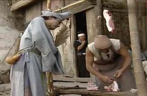 《济公游记》济公竟然在街摊上买猪肉吃,还救人一命,真是活菩萨