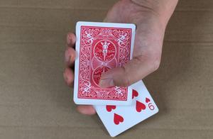 一个世界冠军的单手变牌手法,魔术原理太简单了,学会后骗朋友玩