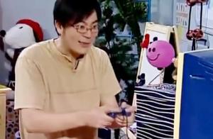 家有儿女:夏东海趁刘星不在家玩起了他的游戏机,也是童心未泯啊