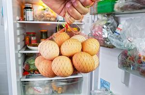 鸡蛋不用放冰箱?农村大妈传授个窍门,放半年都新鲜,简单又实用