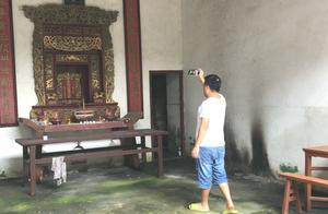 广东梅州发现一超大的祠堂,里面全部鎏金建筑,常年无人居住?