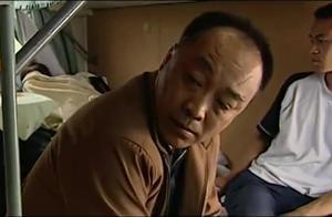小偷想骗大娘的钱,不料公安局长也在车上,这下小偷惨了!
