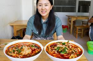 云南特色早餐,10元一大碗臭豆腐米线!用料实在,一人就能吃一锅