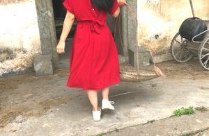 广东深山发现一栋房子,久未无人居住的,小姑娘进去乐了!