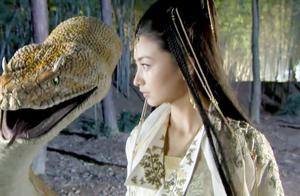 倾国倾城的女子,身边竟然跟着条巨蛇,她为什么来峨眉山