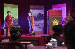 日本人表演戏法被中国小伙儿拆穿,当场遭暴打,拿刀直接捅!