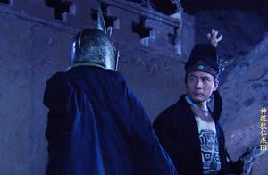 黑衣人在村里很嚣张,不料李元芳出现在他身后,准备受死!