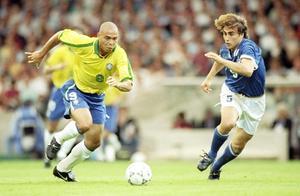 足球巨星有很多,但能被称为足球之神的,只有外星人罗纳尔多!