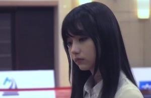 被日本誉为千年一遇的美女棋士黑嘉嘉,像漫画少女一样
