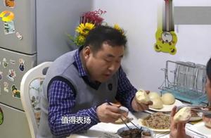 放学后:全家吃饭温馨斗嘴,母女俩合力欺负爸爸,真温馨!