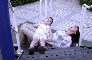 孕妇为救孩子,不慎摔倒,结果大出血,婆婆嘶吼道:我要孙子