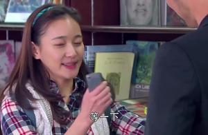 灰姑娘和总裁抢字典,要是能打动总裁,总裁就把字典让给她!