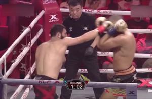 拳王奇利亚转身飞踢耍帅失误,结果被对手抓住暴打一通!