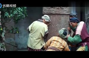 四个人才能挪动的石碑,大叔用一根手指轻松移动,不愧是武功高手