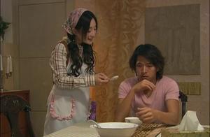 女佣是湖南人,在饭菜加辣椒差点把富少辣坏,富少吃一口就吐了!