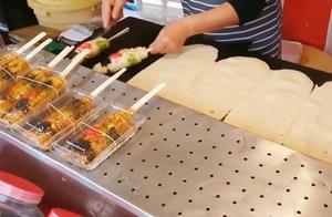 日本街头煎饼小吃,用筷子做成的美食,身价比普通煎饼翻了好几倍