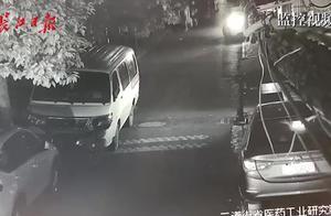 违停车号牌被遮,司机看了监控证据乖乖认罚