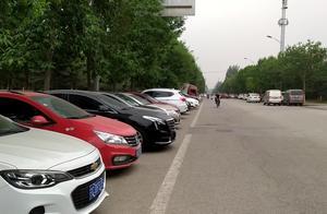 根据路边停放的车辆,看看自己心中想买一辆什么车?经济又实惠