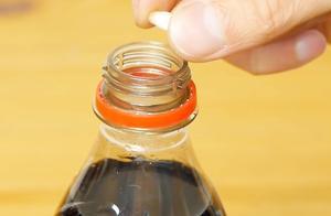 可乐不宜多喝是有原因的,老外把牙齿泡可乐里一个月,后果太可怕