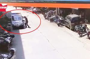 嚣张!男子持刀乱砍警车挑衅警察,民警果断鸣枪将其制服