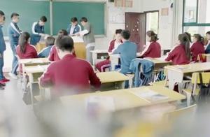 男生因追不到漂亮的转校生,当众刁难羞辱,转校生被逼退学