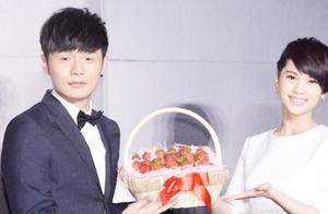 李荣浩被曝和老东家散伙 学女友杨丞琳自立门户