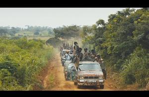 非洲游击队的真实生活,其中不乏十来岁的孩子